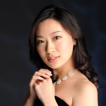 ステージ、ネットで活動する声楽家☆-小林瑞花-《Special Reviewer》